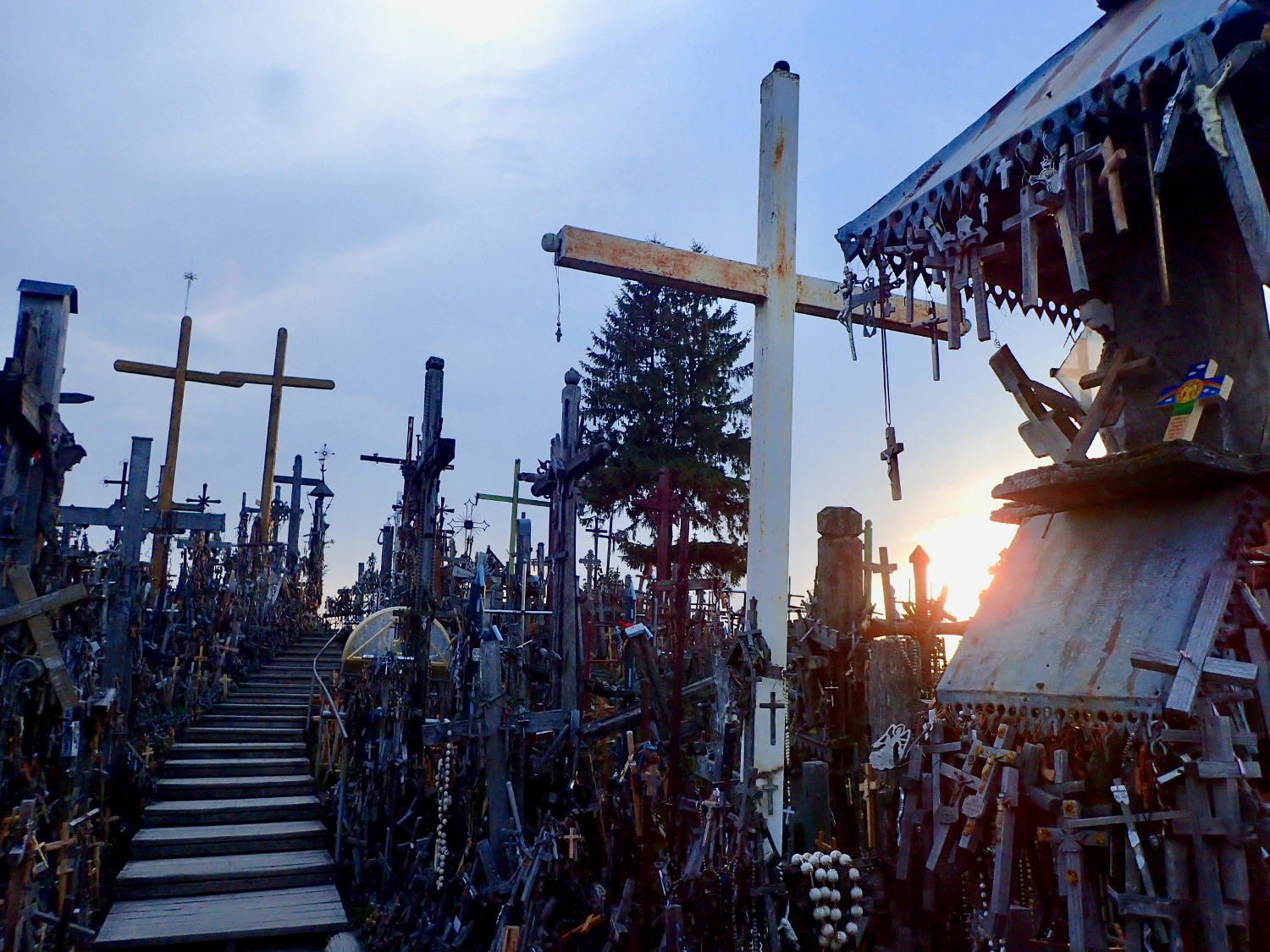 hill_of_crosses_pakruojis_manor6.jpg